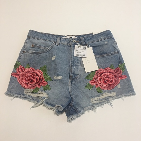 Zara Pants - Zara Embroidered Patch High Waisted Short Size 4